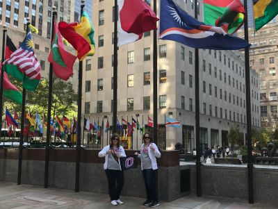 Kate & Nicole Baxley, Rockefeller Center, New York, NY, USA